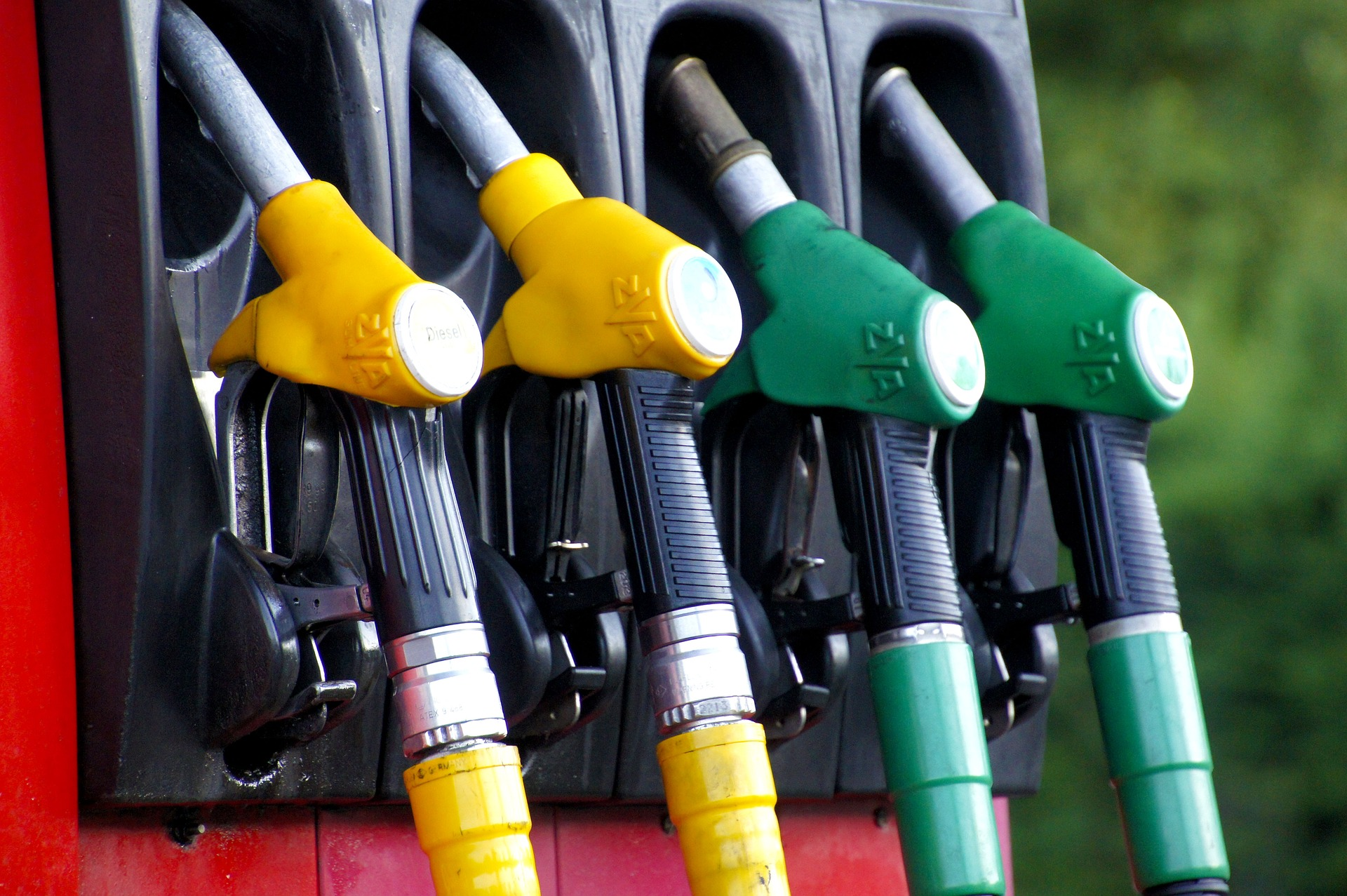 Watered down fuel – what exactly does it mean and what damage can it cause?