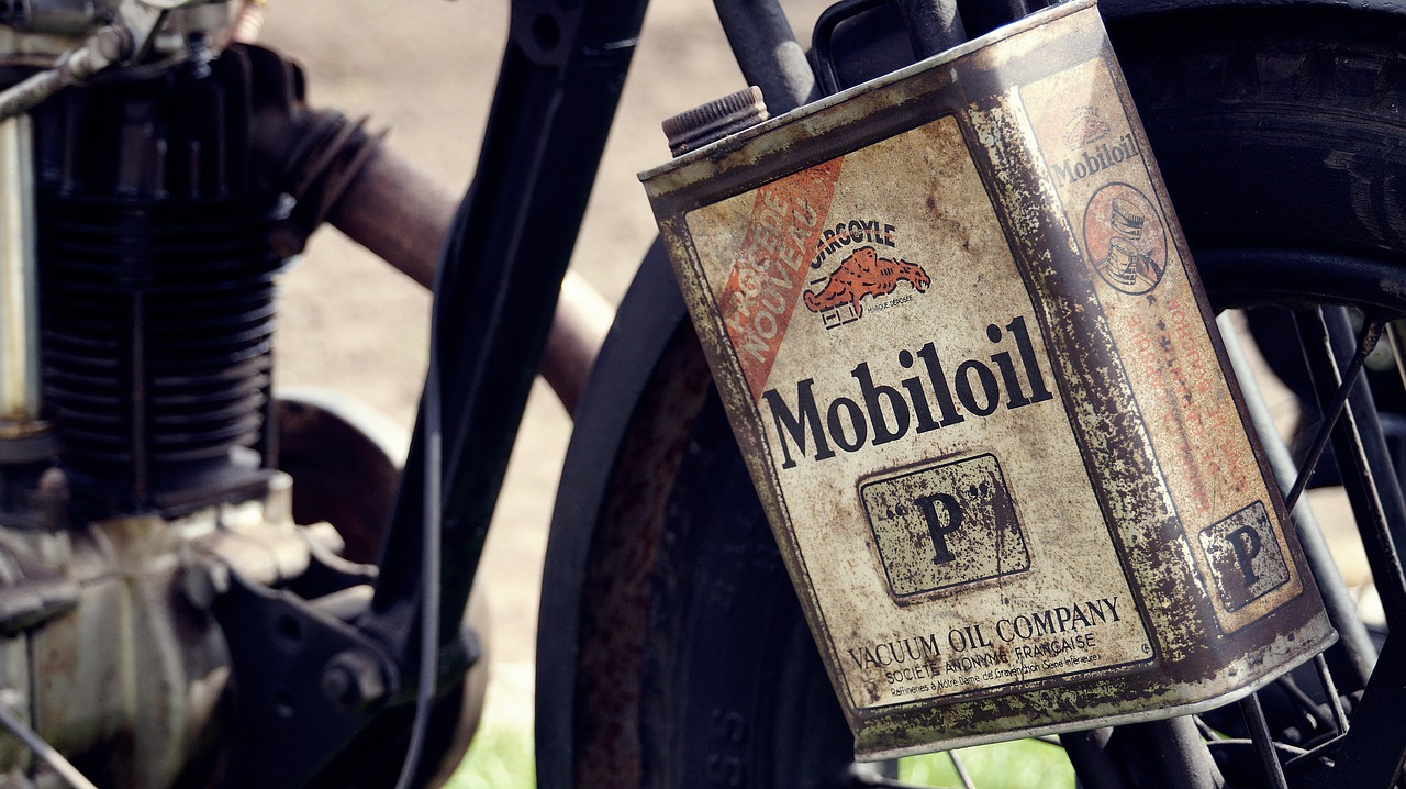 Motor oil – Why and how we should take care of it